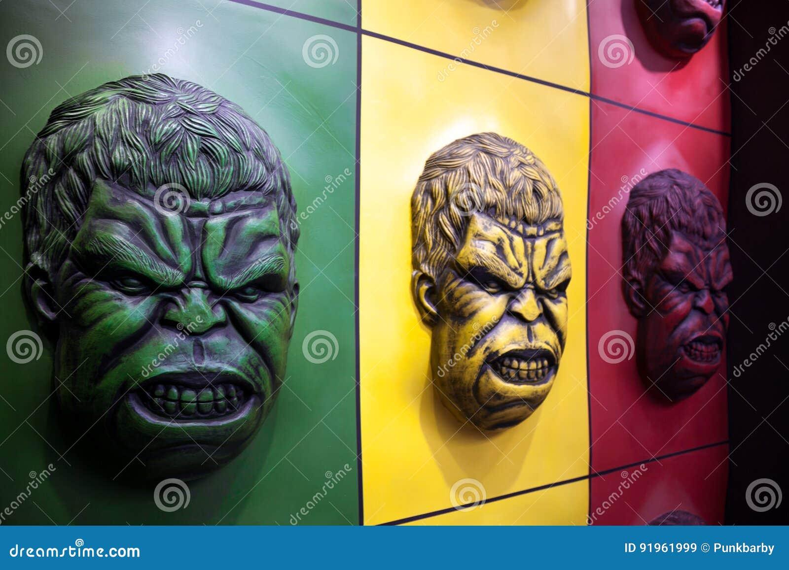 Hulk ζωηρόχρωμη διακόσμηση τοίχων προσώπου σε ένα λούνα παρκ