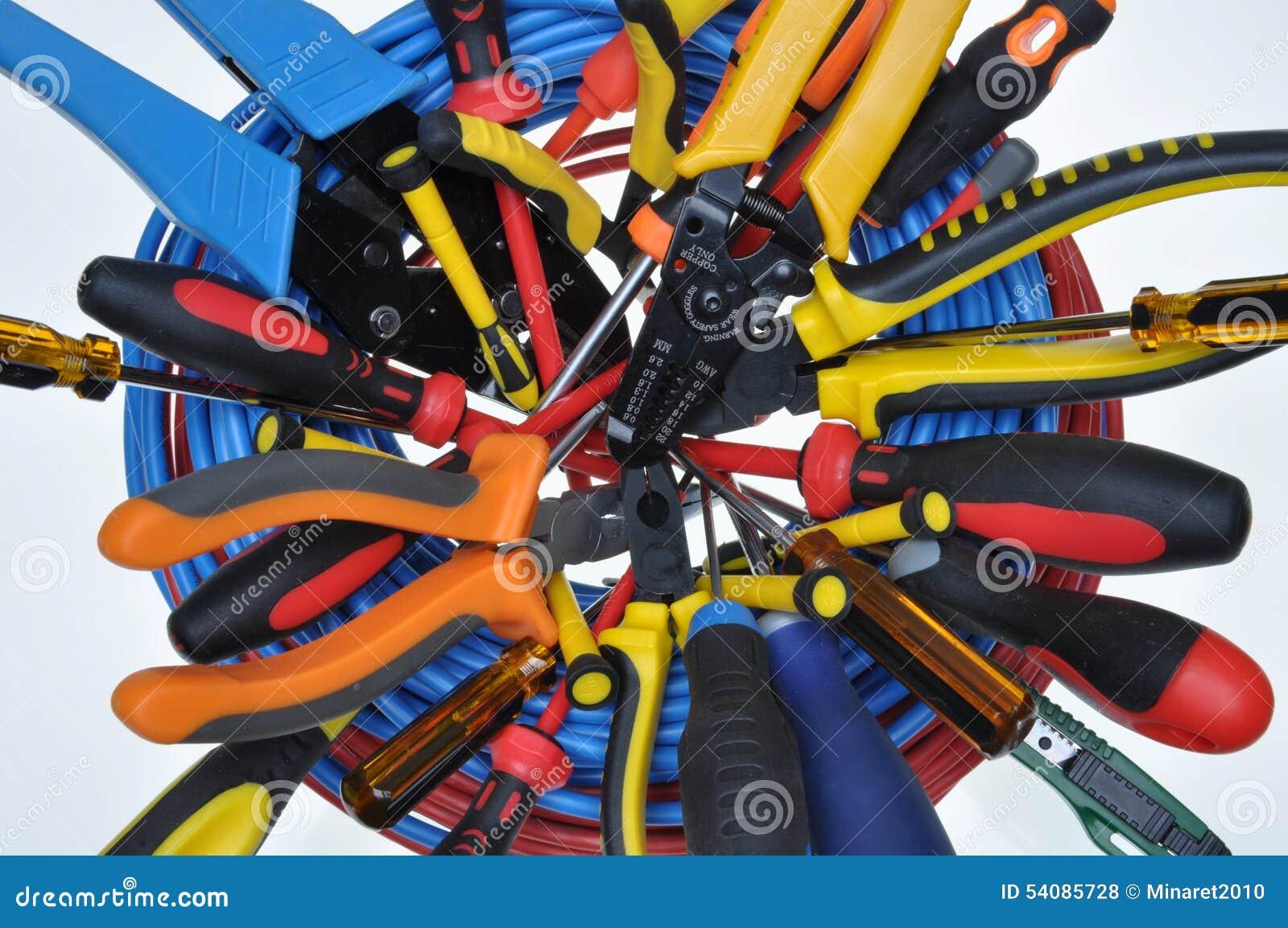 Hulpmiddelen in elektrische installaties worden gebruikt die