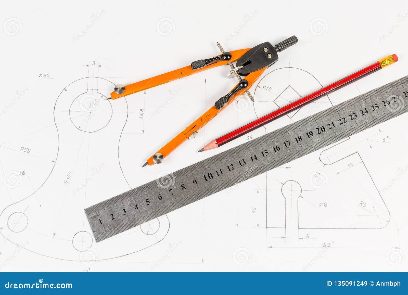 Hulpmiddelen voor draftsmanship op een opleidingstekening