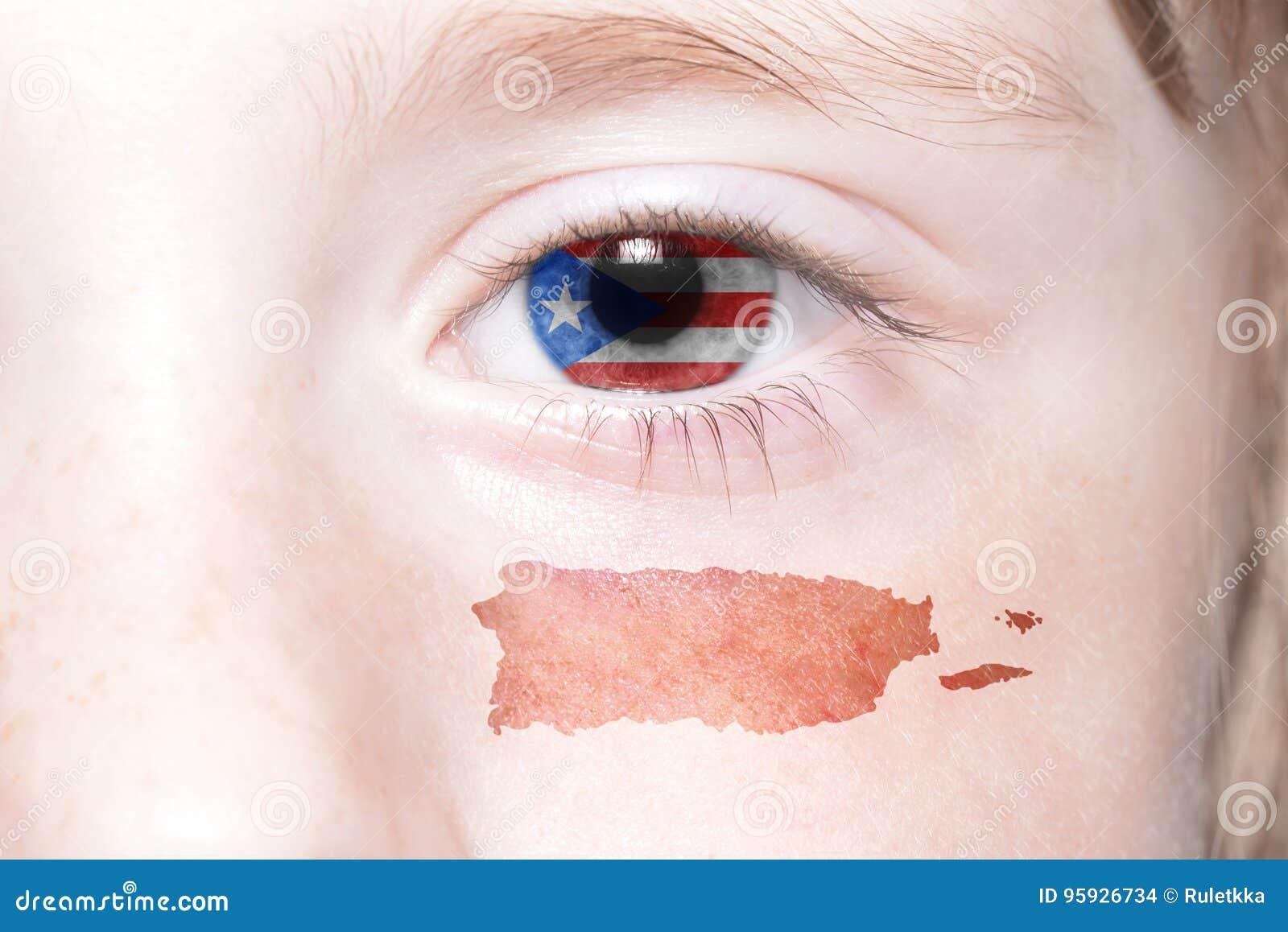 Human& x27; cara de s con la bandera nacional y el mapa de Puerto Rico