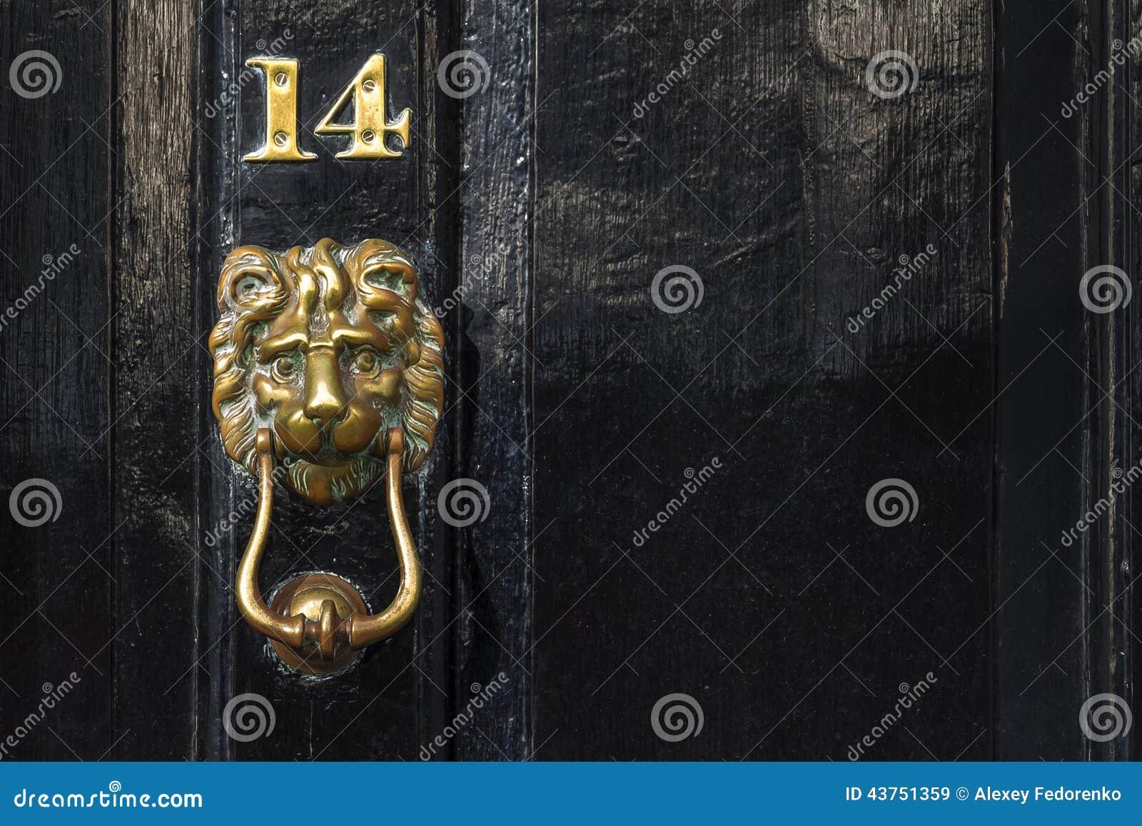 Hummer de cuivre de porte de lion et nombre, Westminster, Londres, R-U