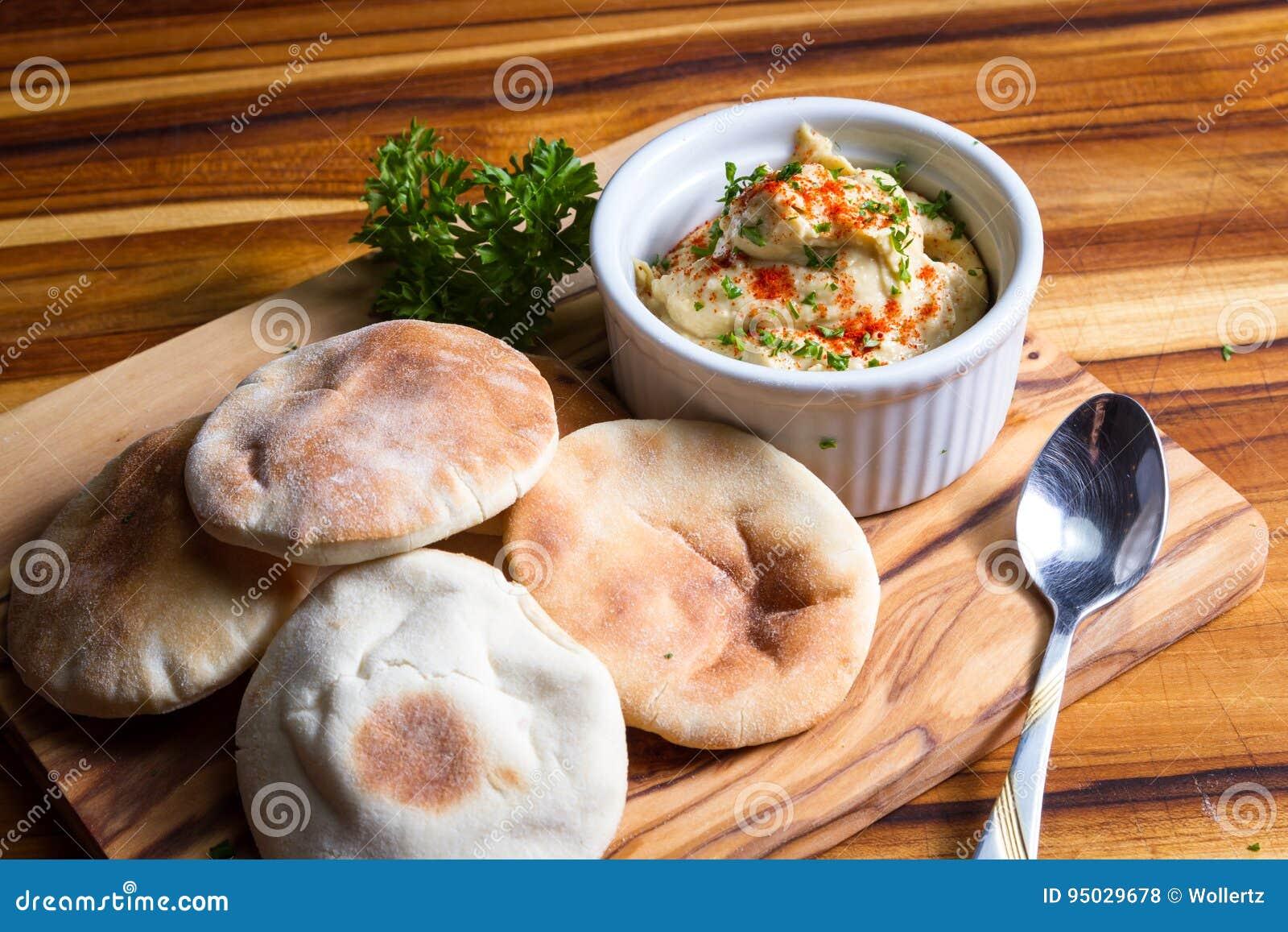Hummus cobriu com paprika