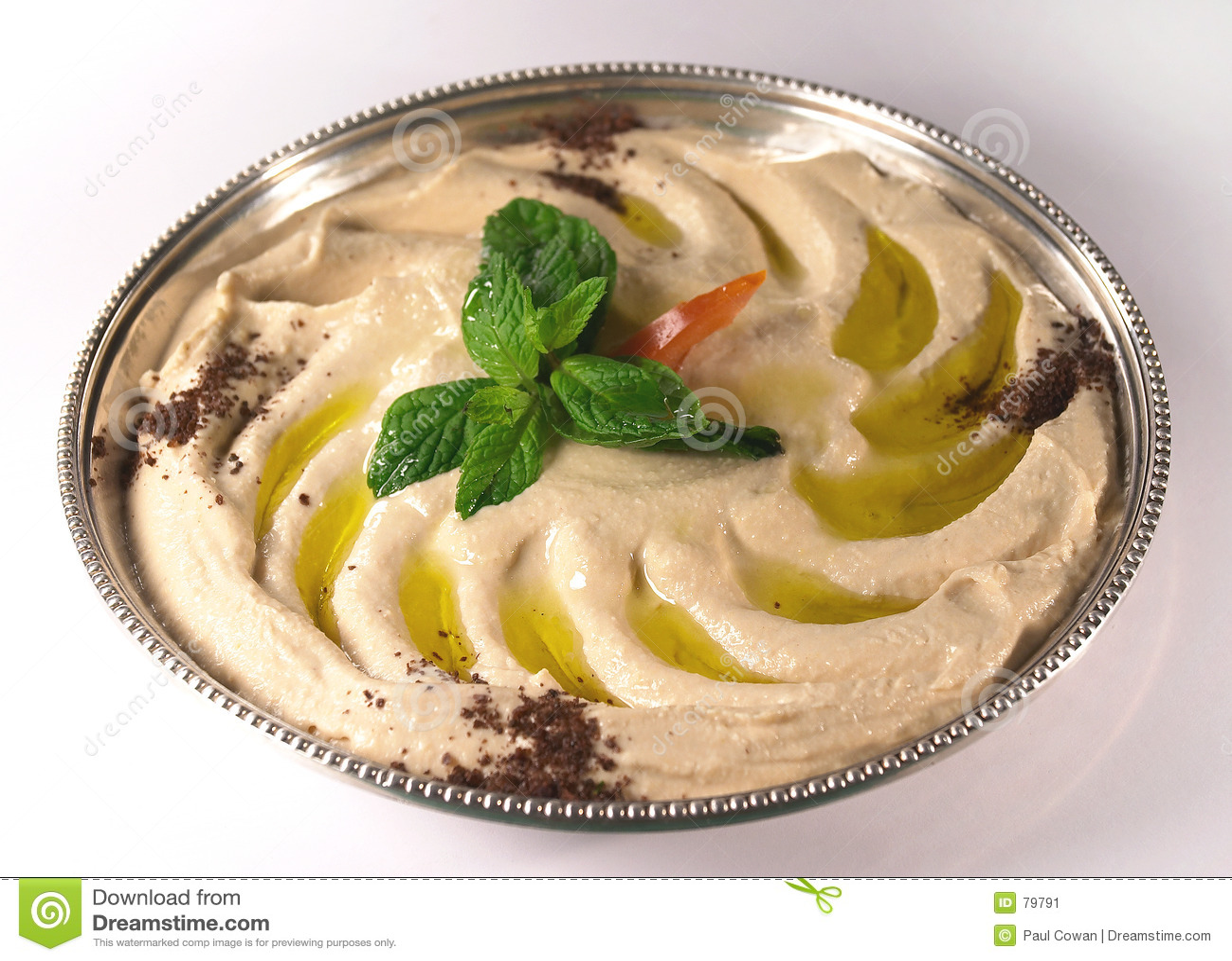 Hummus sur un plateau