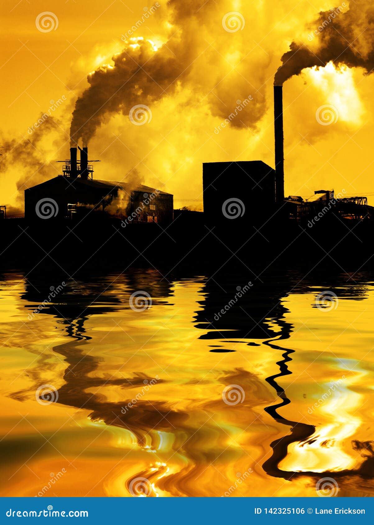 Humo de la fábrica de la calidad del aire de la contaminación que bombea en la reflexión del agua del ambiente de la atmósfera