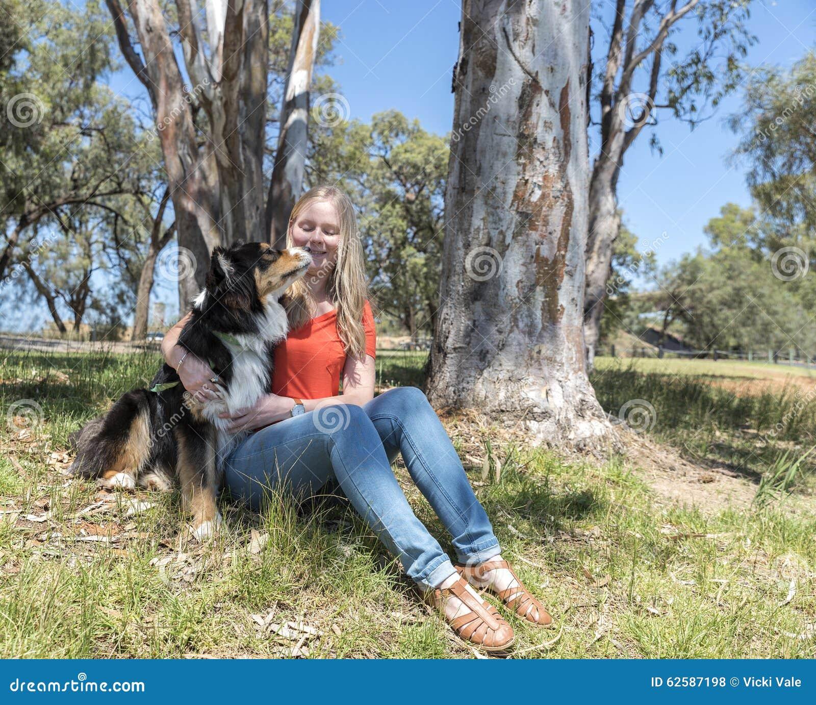 Hund Leckt Frau Muschi Ab - Fireball