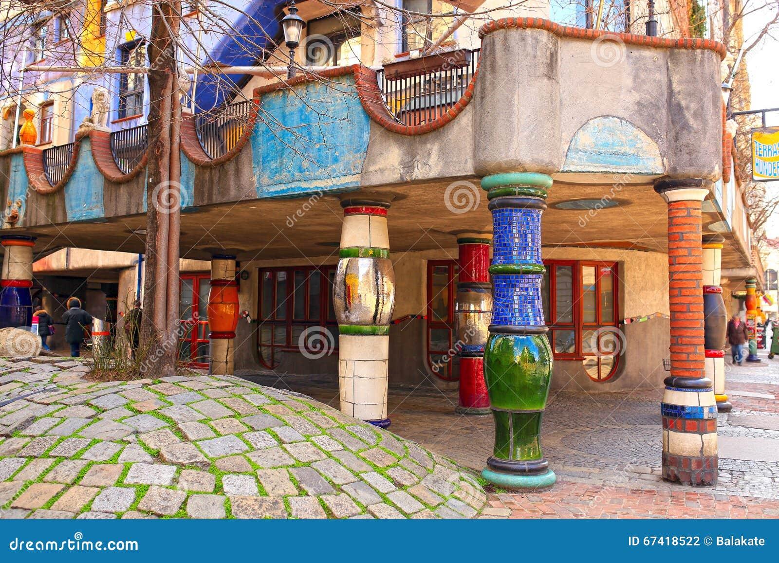 Hundertwasserhaus wenen oostenrijk stock foto afbeelding 67418522 - Eigentijds buitenkant terras ...