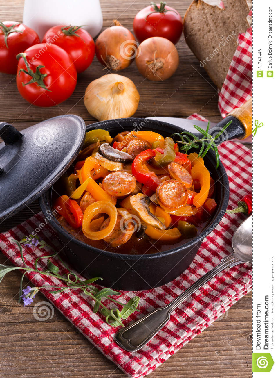 Lecho of pepper and tomatoes and carrots: cooking recipes