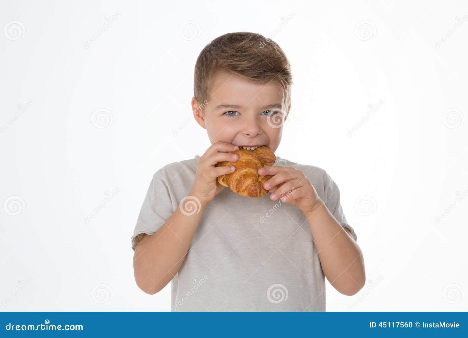 Hungriger Junge