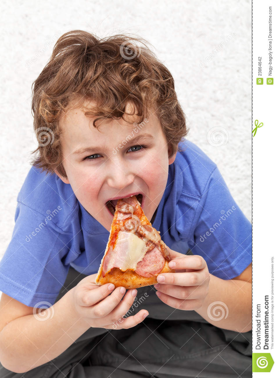 kid eating pizza - HD 957×1300