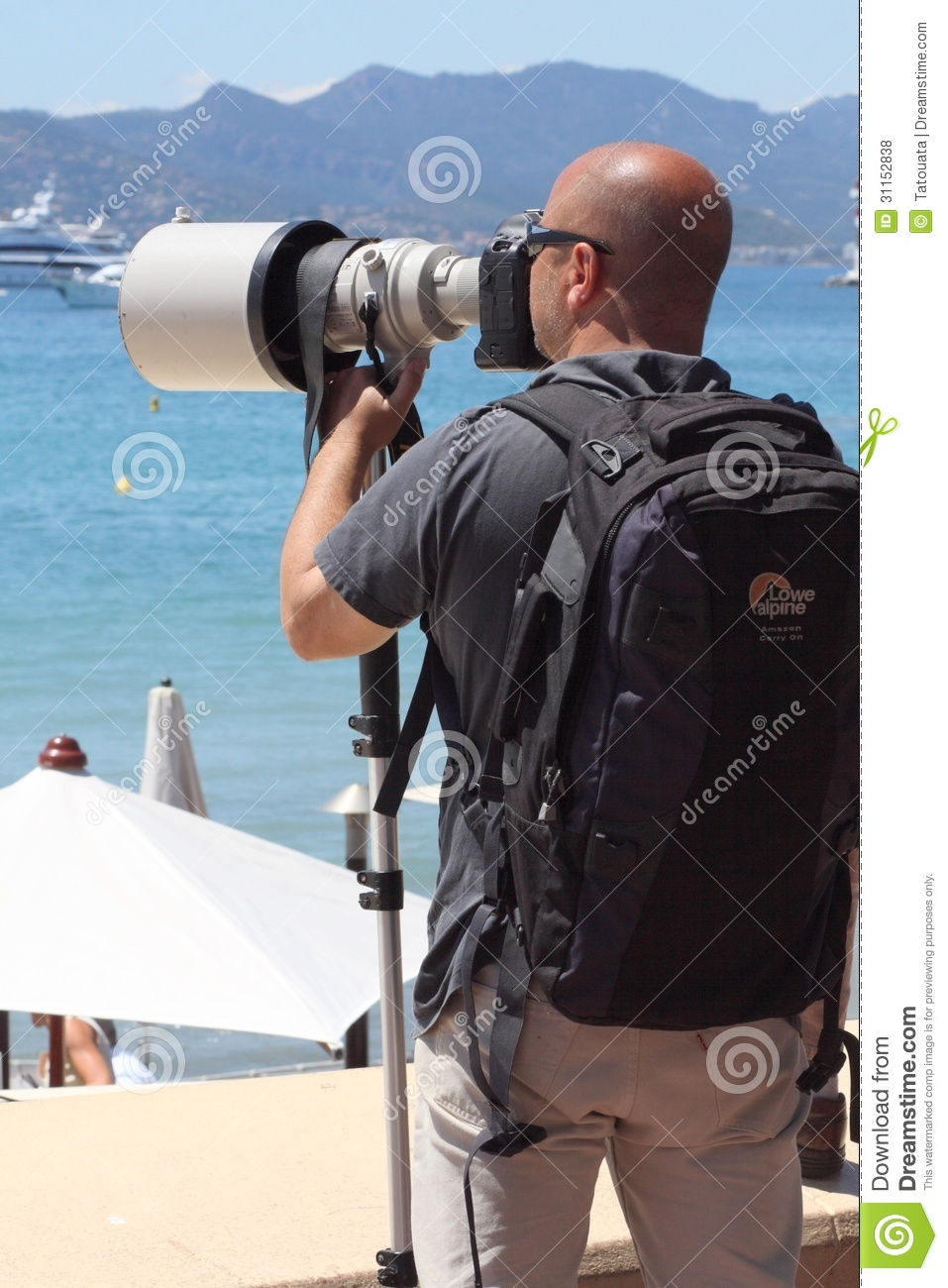 The hunter hunted, paparazzi in Cannes