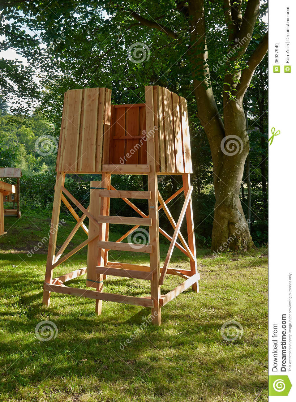 Hunter 39 s box shooting stand stock image image 35937949 for Wooden box tree stands