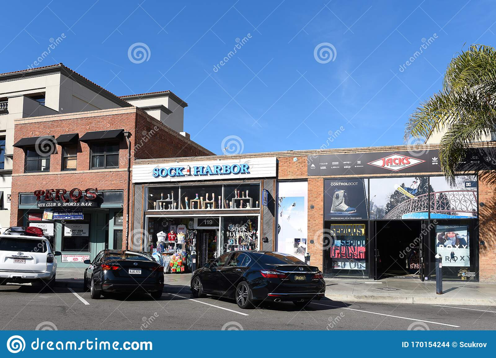 Shops And Restaurants On Main Street In Downtown Huntington Beach Editorial Stock Image Image Of Travel Landmark 170154244