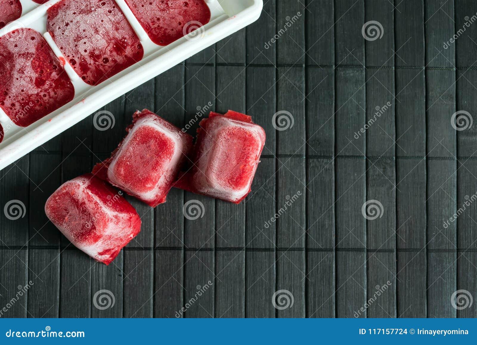 Hur man fryser jordgubbar Jordgubbepurén frysas i th