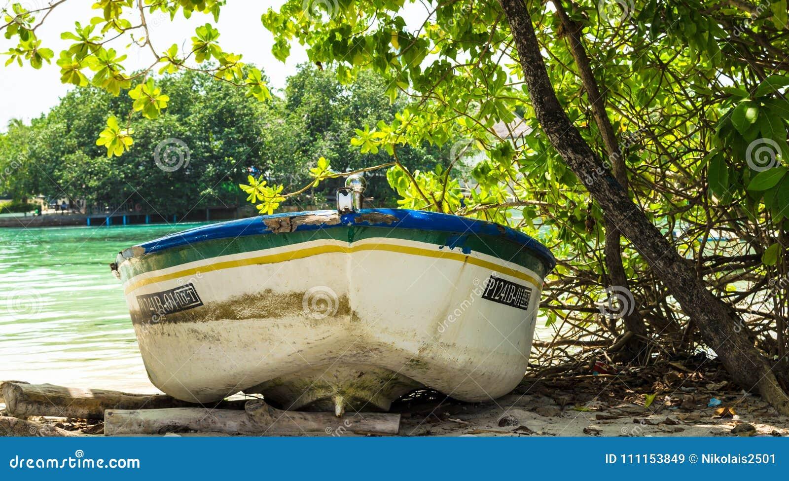 Huraa Maldives November 19 2017 An Old Fishing Boat On The