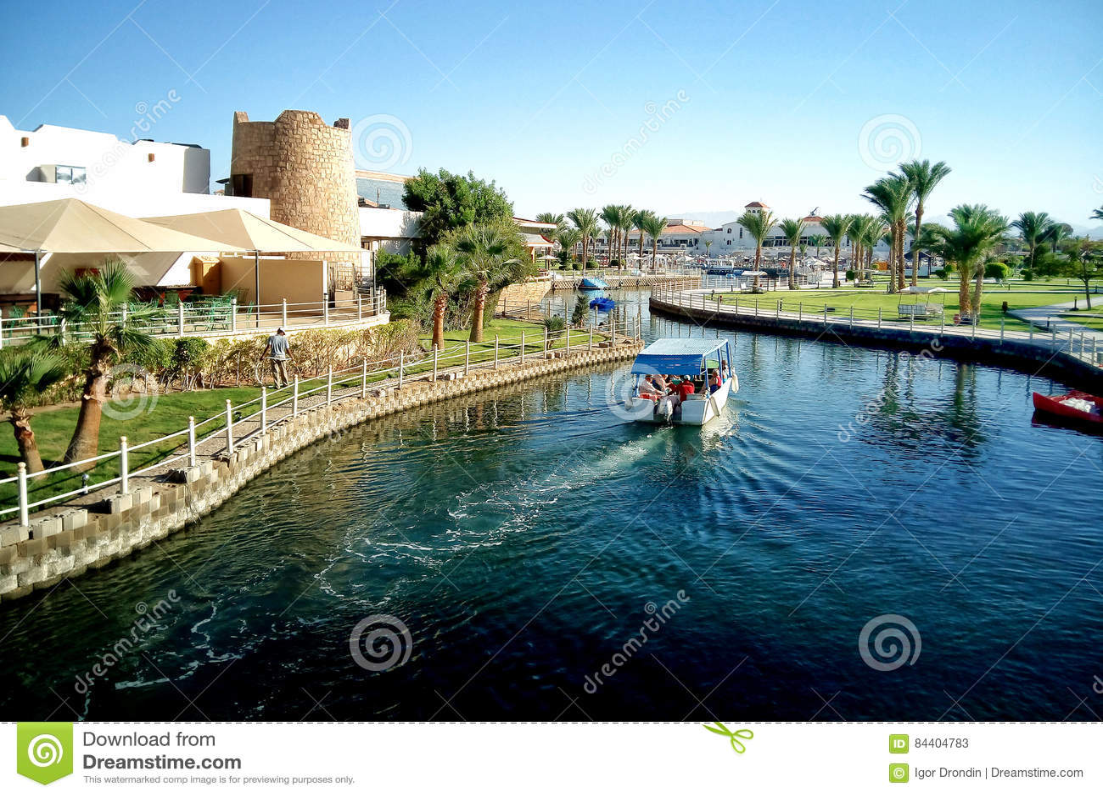 Hurghada, Egipto - 15 de agosto de 2015: El hotel de cinco estrellas lujoso Dana Beach Resort en Hurghada es uno del Pickalbatros