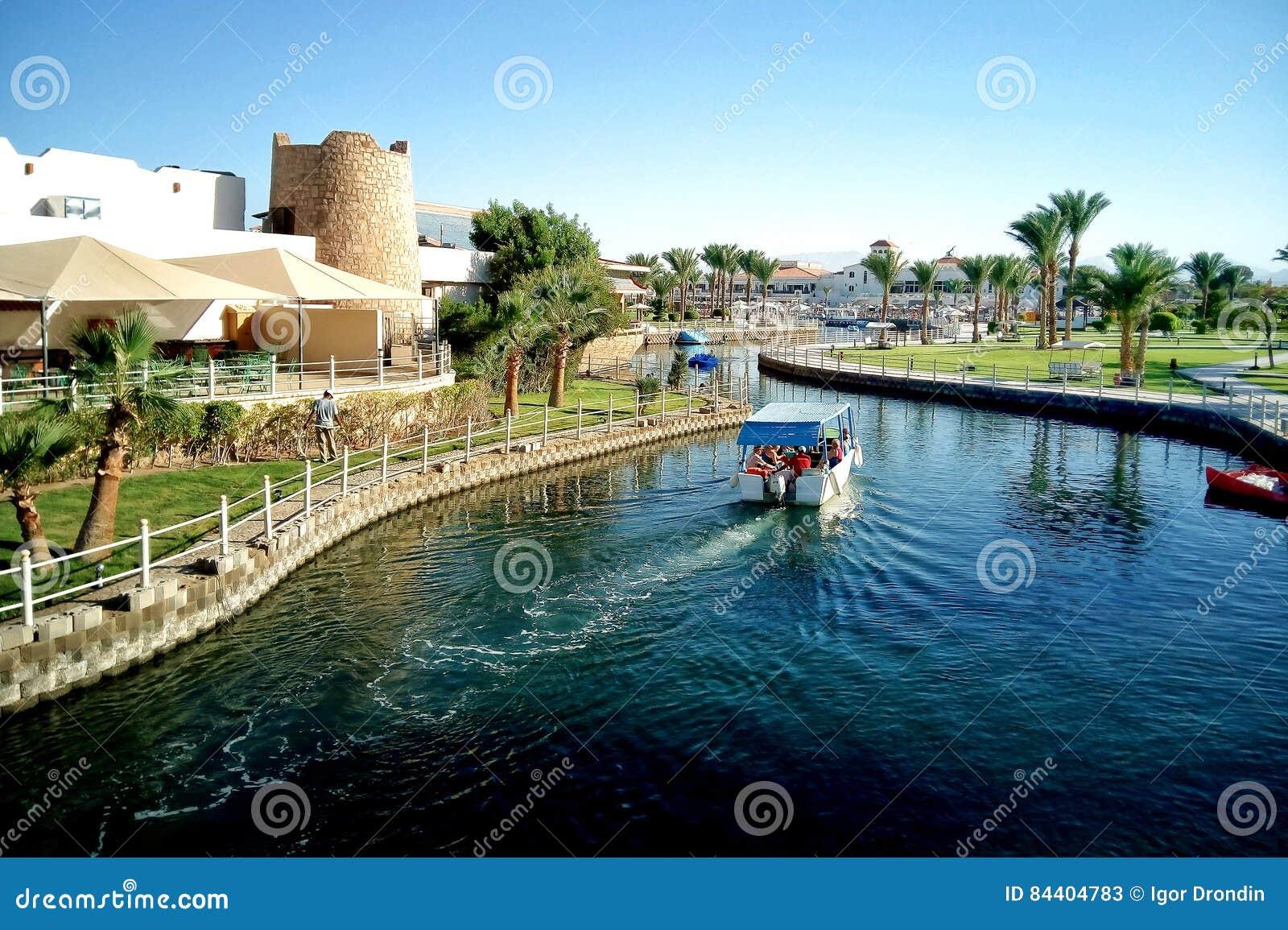 Hurghada, Egypte - Augustus 15, 2015: Het luxueuze vijfsterrenhotel Dana Beach Resort in Hurghada is één van Pickalbatros Is popu