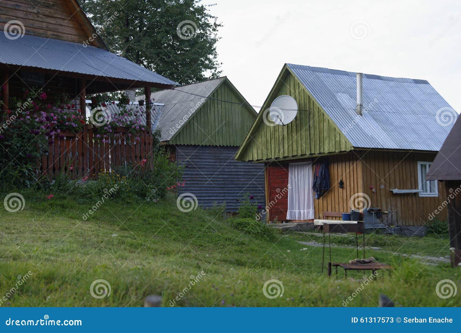 Hus i Apuseni berg, Transylvania, Rumänien