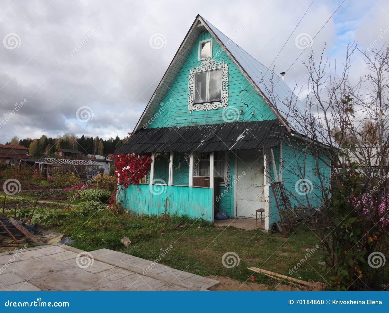 Hus i en by