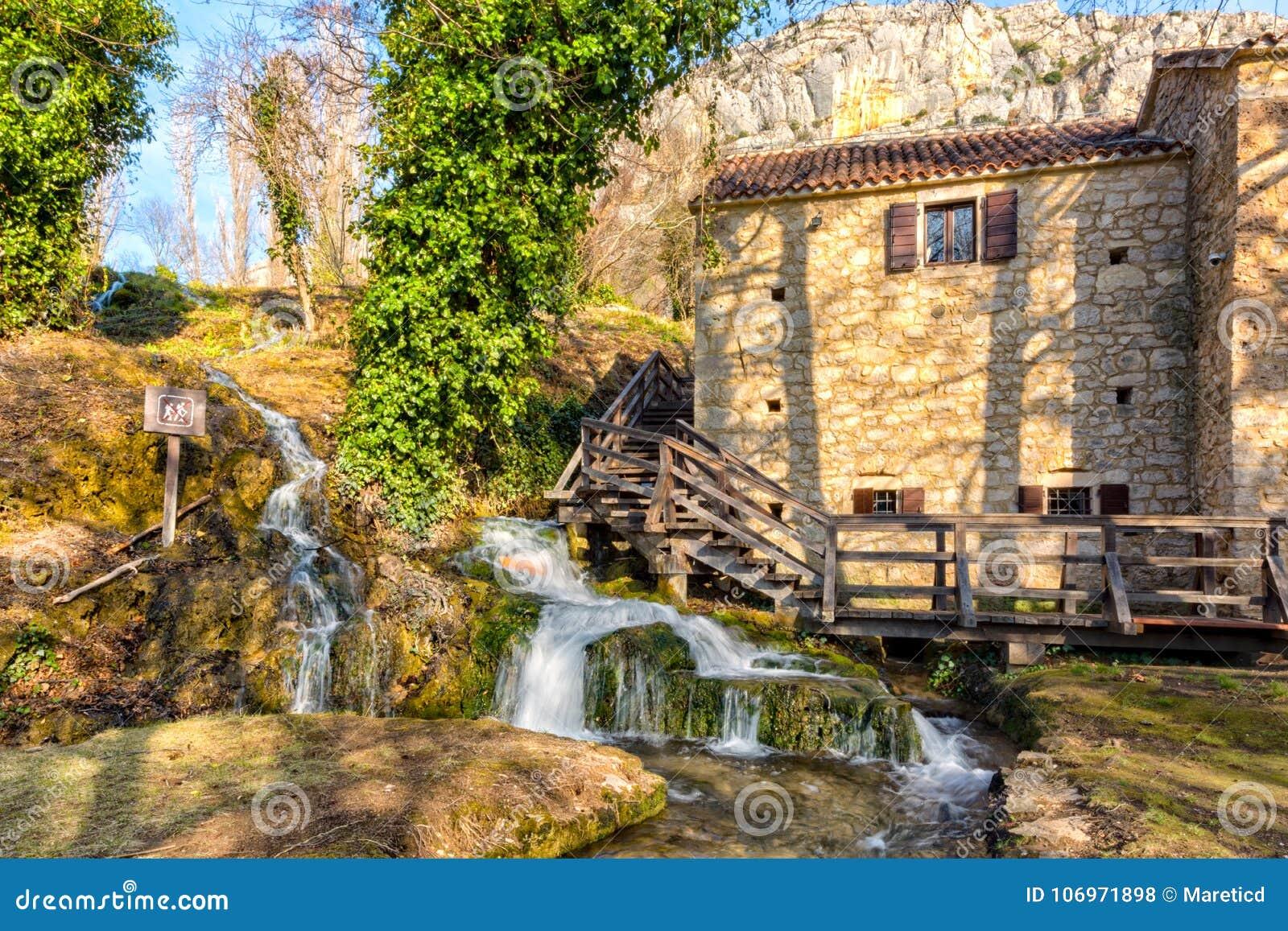 Hus vid vattenfallet