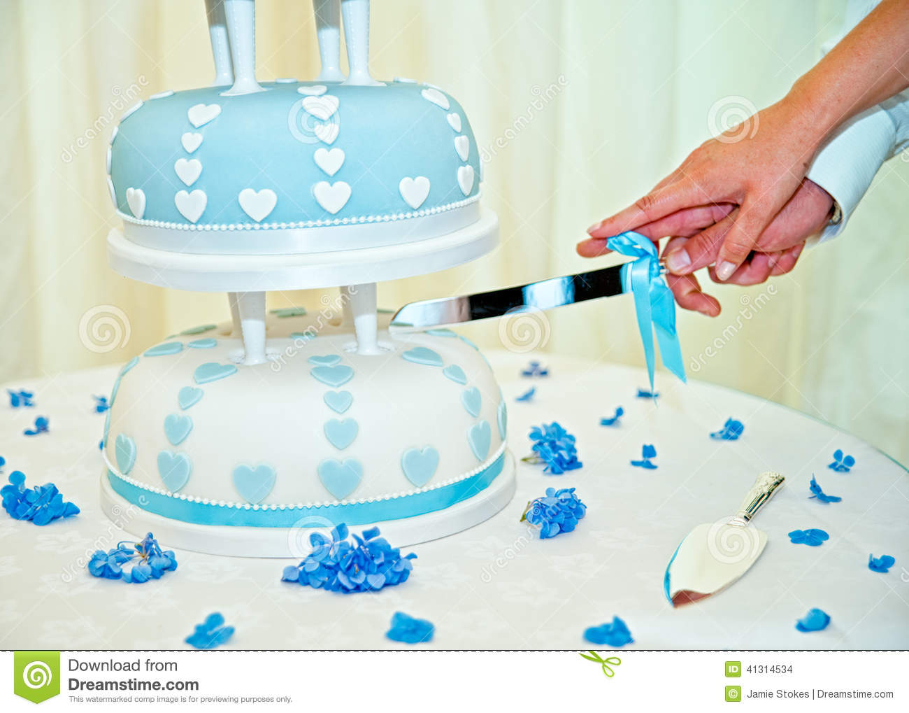 Husband And Wife Cutting Weedding Cake Stock Photo Image