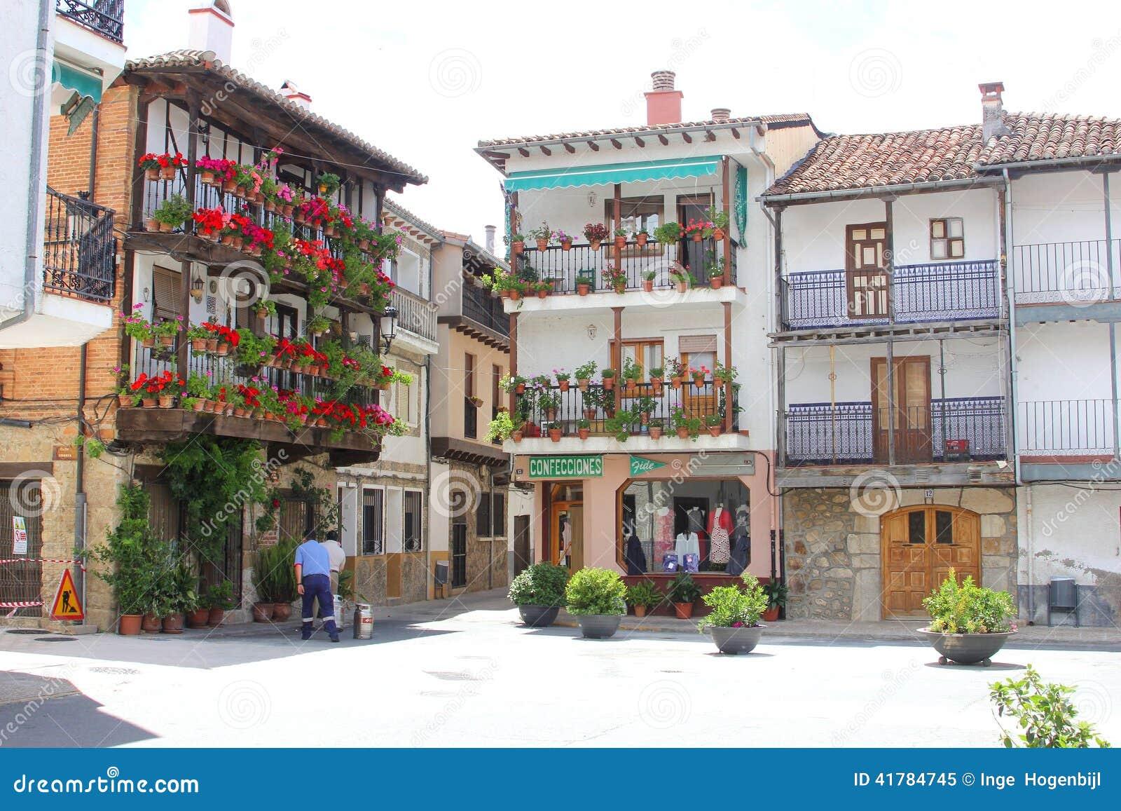 h user balkone u bl hende blumen candeleda spanien redaktionelles bild bild 41784745. Black Bedroom Furniture Sets. Home Design Ideas