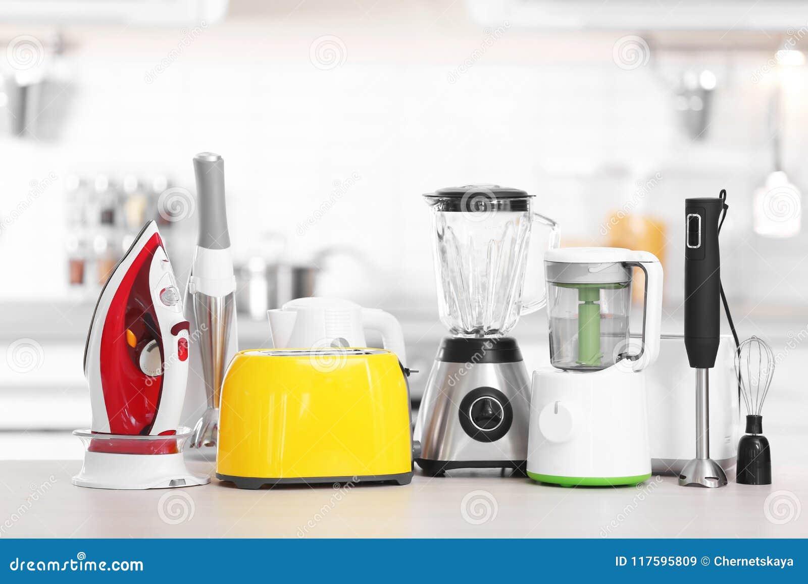 Hushåll- och kökanordningar på tabellen inomhus