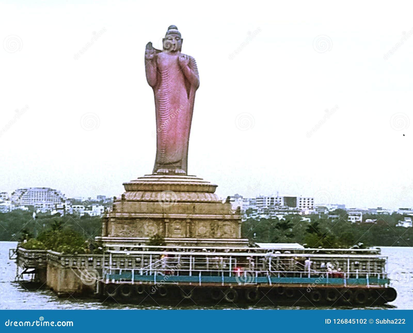 Hussain Sagar Lake met het Standbeeldmening van Boedha van Hyderabad - Hyderabad, India