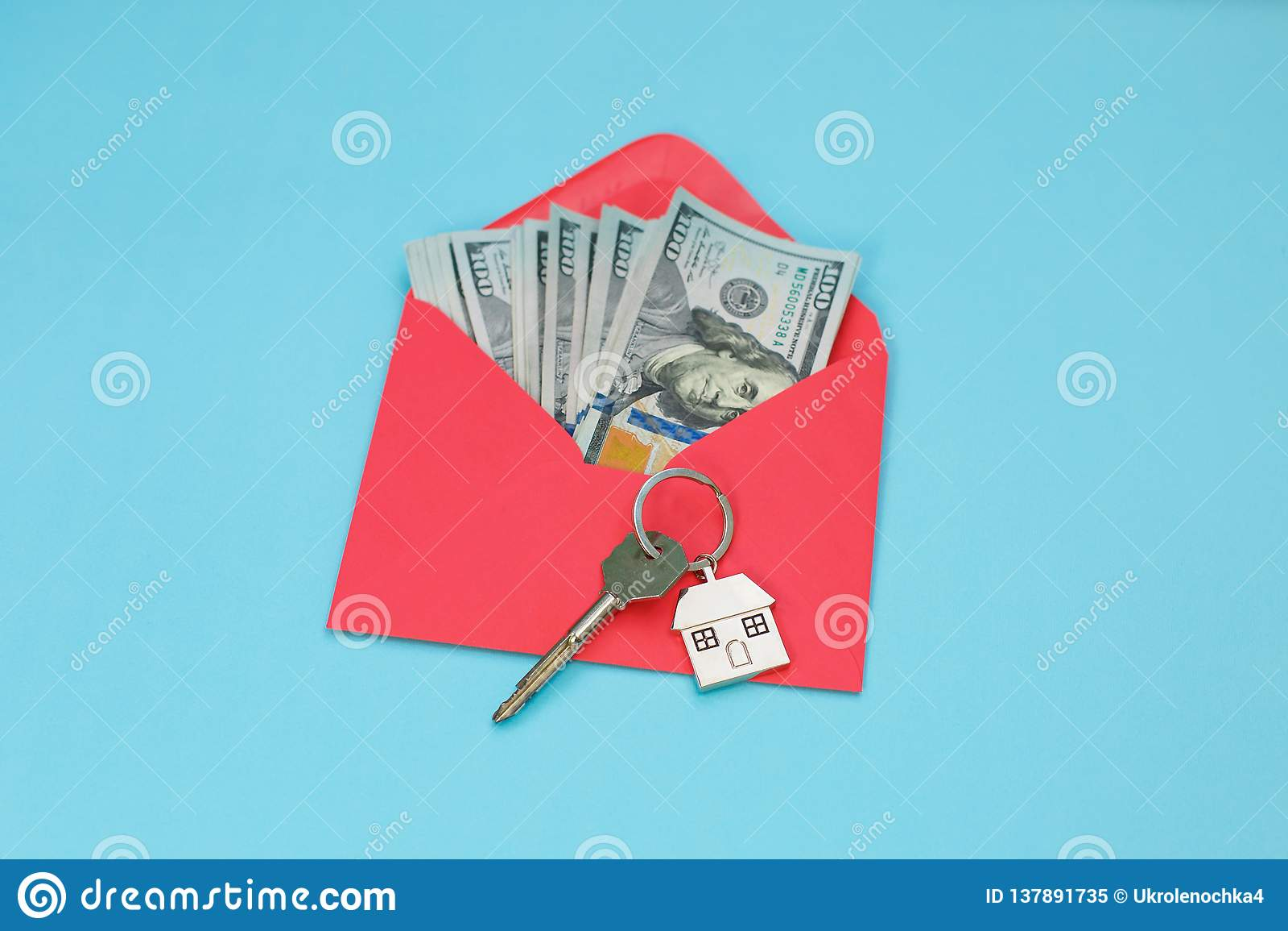 Hustangenter över US dollarsedlarna i det röda kuvertet