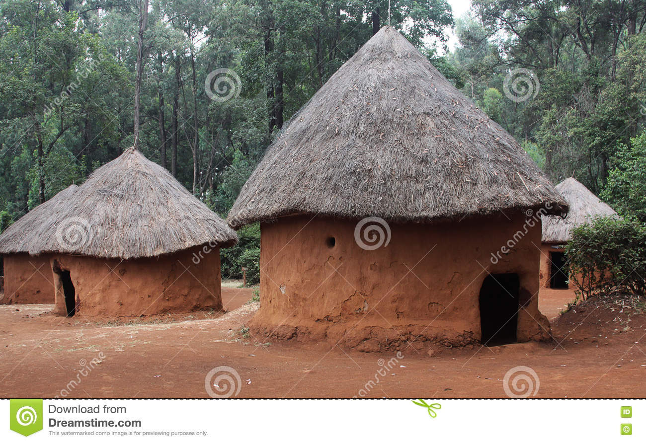 Huts In Traditional Kenyan Village Stock Photo Image Of Thatch