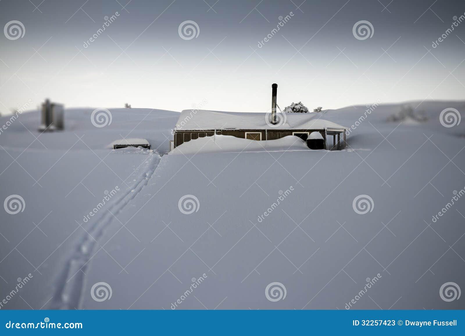 Hutte dans la neige