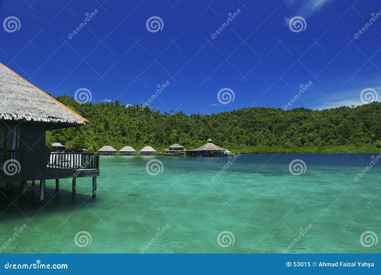 Download Hutte de vacances image stock. Image du nuage, bleu, île - 53015