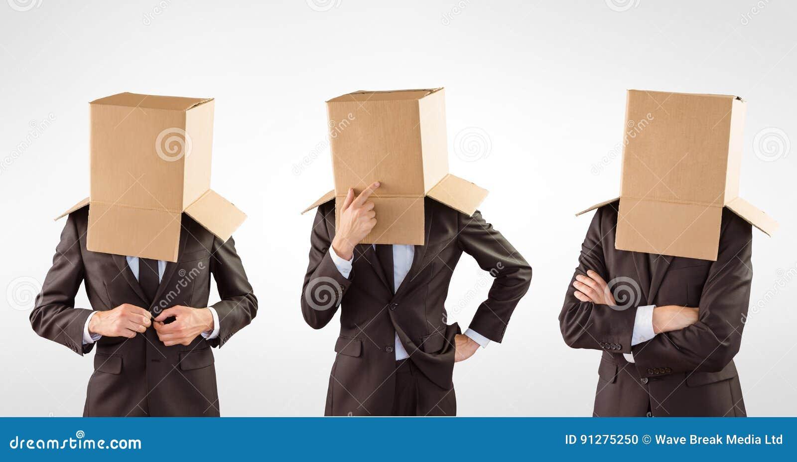 Huvud för affärsman` som s täckas med kartonger