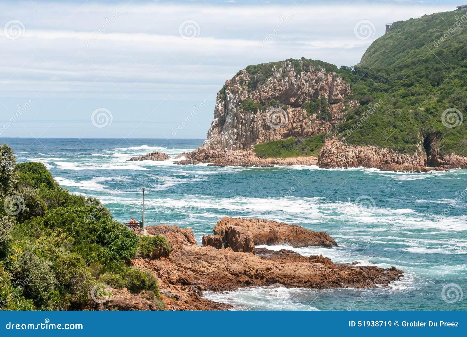 Huvuden i Knysna var lagun skriver in havet