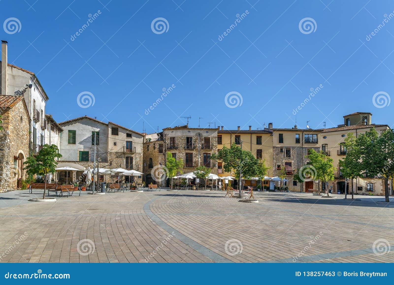 Huvudsaklig fyrkant i Besalu, Spanien