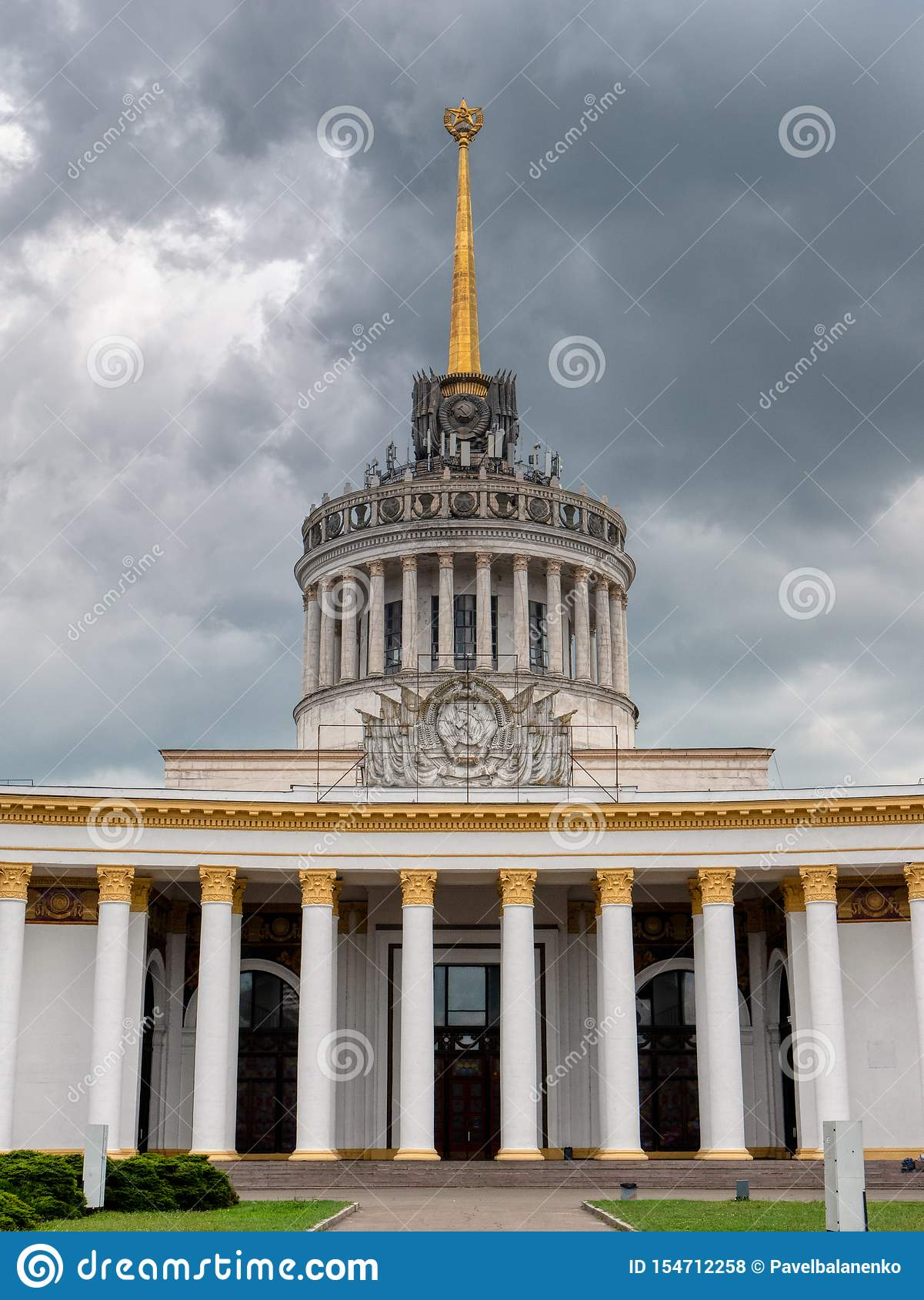 Huvudsaklig paviljong av utställningen av prestationer av nationell ekonomi i huvudstaden Kyiv, Ukraina ber?md landmark