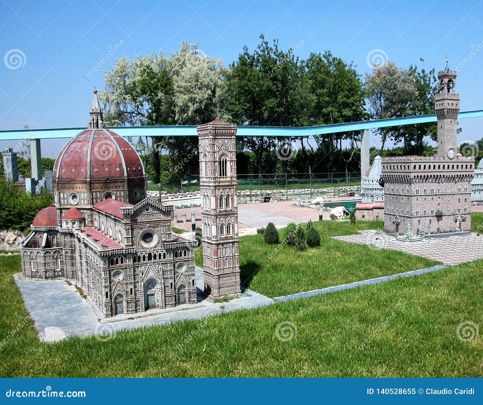 Huvudsakliga monument av Florence i nöjesfältet 'Italien i miniatyren 'Italia i miniaturaen Viserba, Rimini, Italien