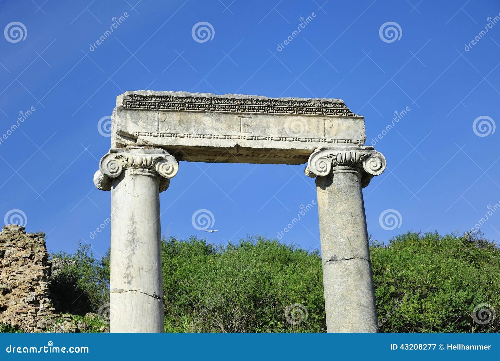 Download Huvudvägen I Den Gamla Staden Perga, Turkiet Fotografering för Bildbyråer - Bild av fördärvar, acropolisen: 43208277