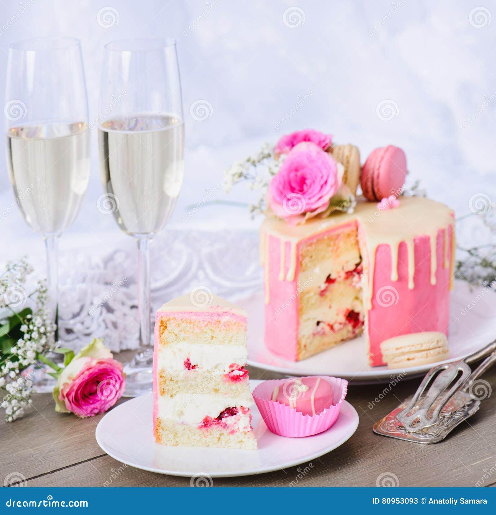 Huwelijkscake met het roze berijpen