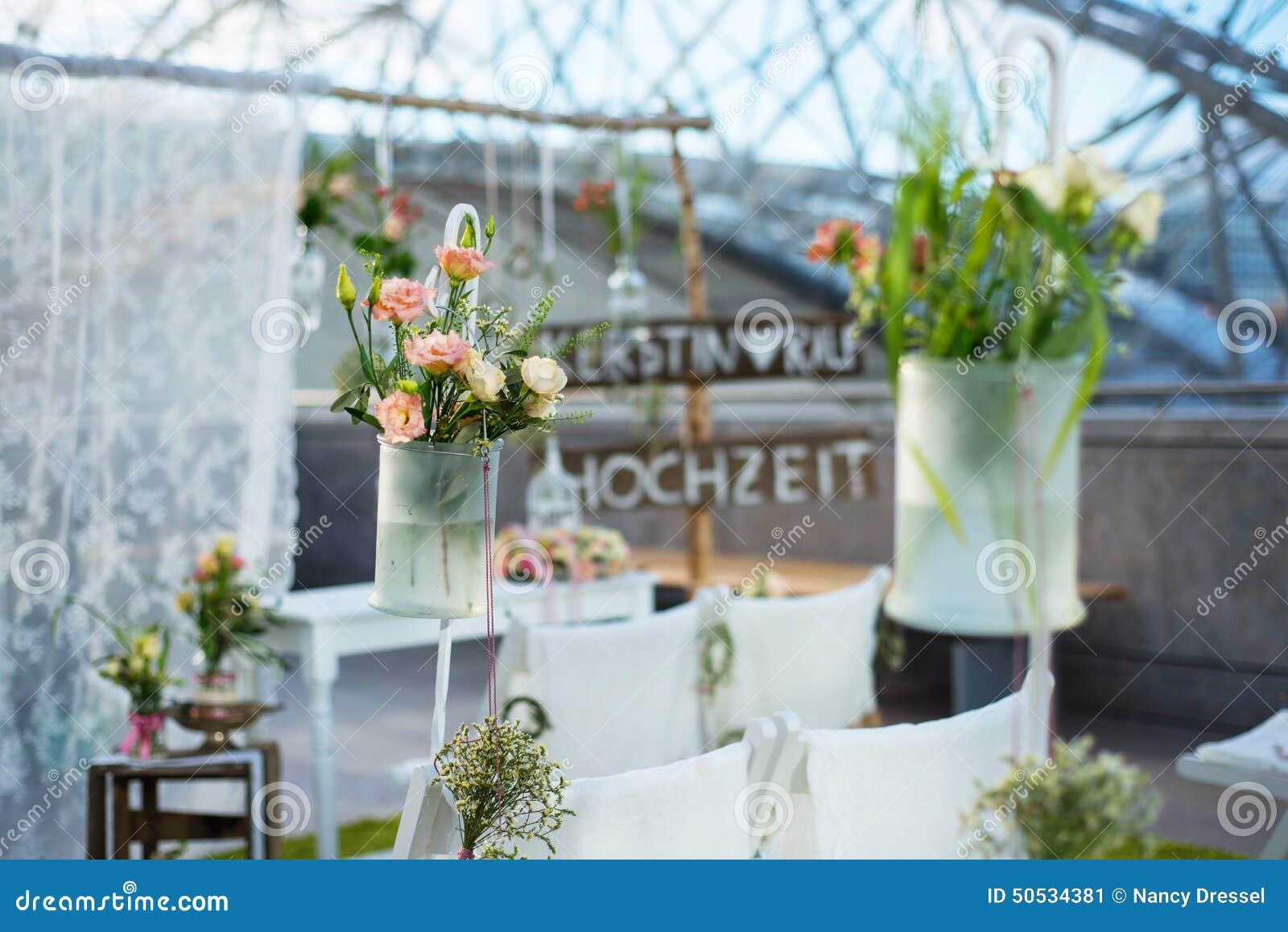 Huwelijksdecoratie met bloemen