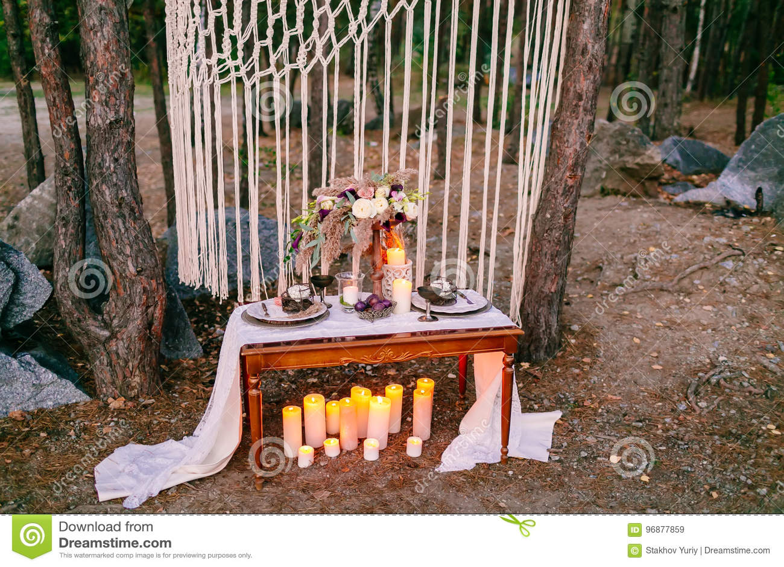Huwelijksdecoratie in rustieke stijl Uitjeceremonie huwelijk in aard