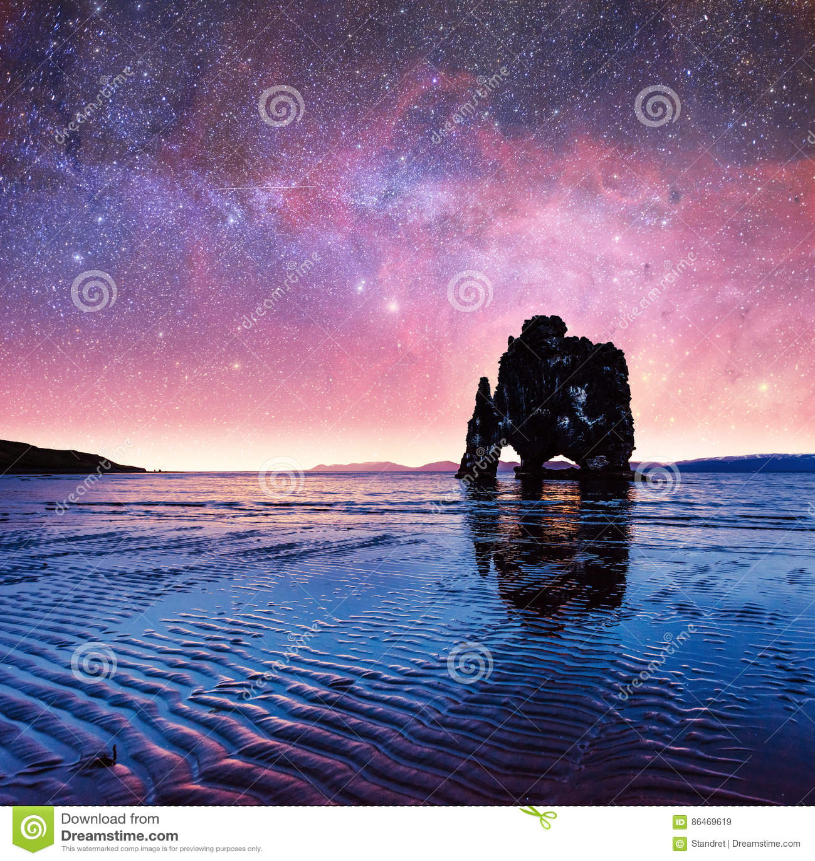 Hvitserkur 15 ύψος μ Φανταστικός έναστρος ουρανός και ο γαλακτώδης τρόπος ο