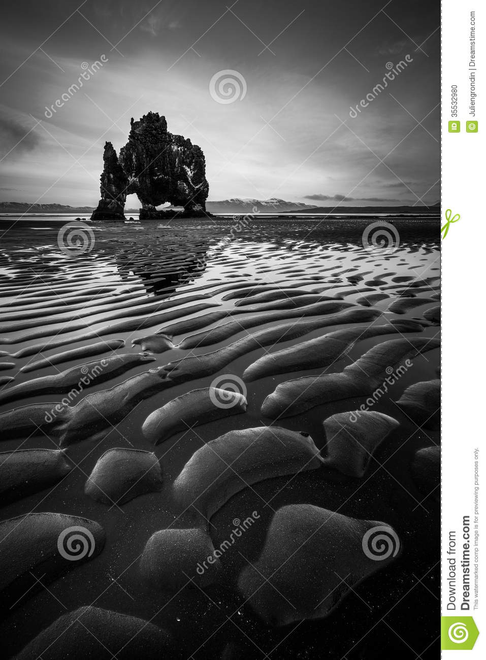 Download Hvitserkur in Island stockfoto. Bild von dinosaurier - 35532980