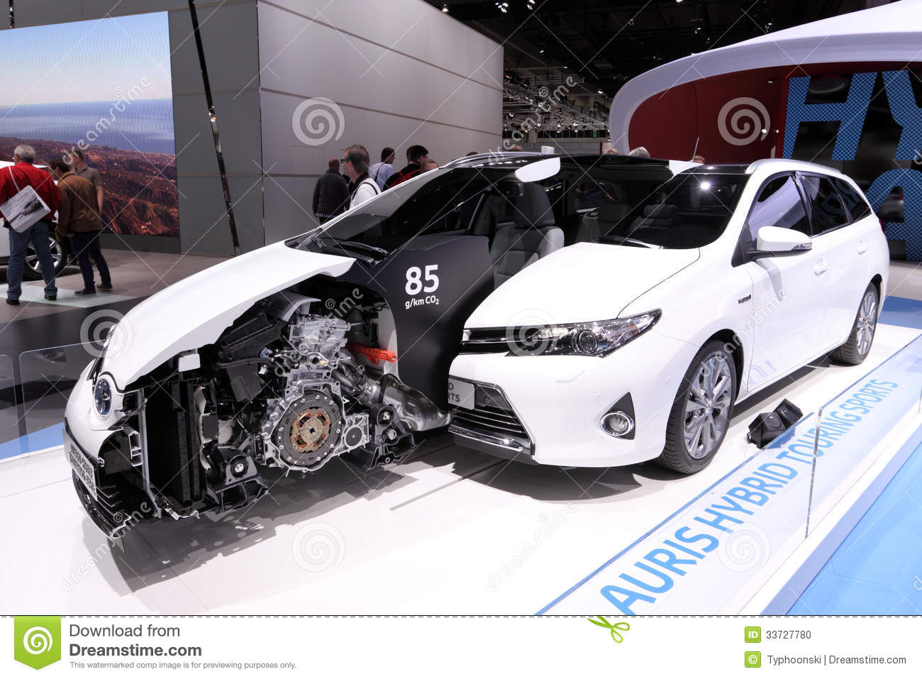 Hybride de toyota auris voyageant des sports image for 3rd international salon of photography smederevo 2013