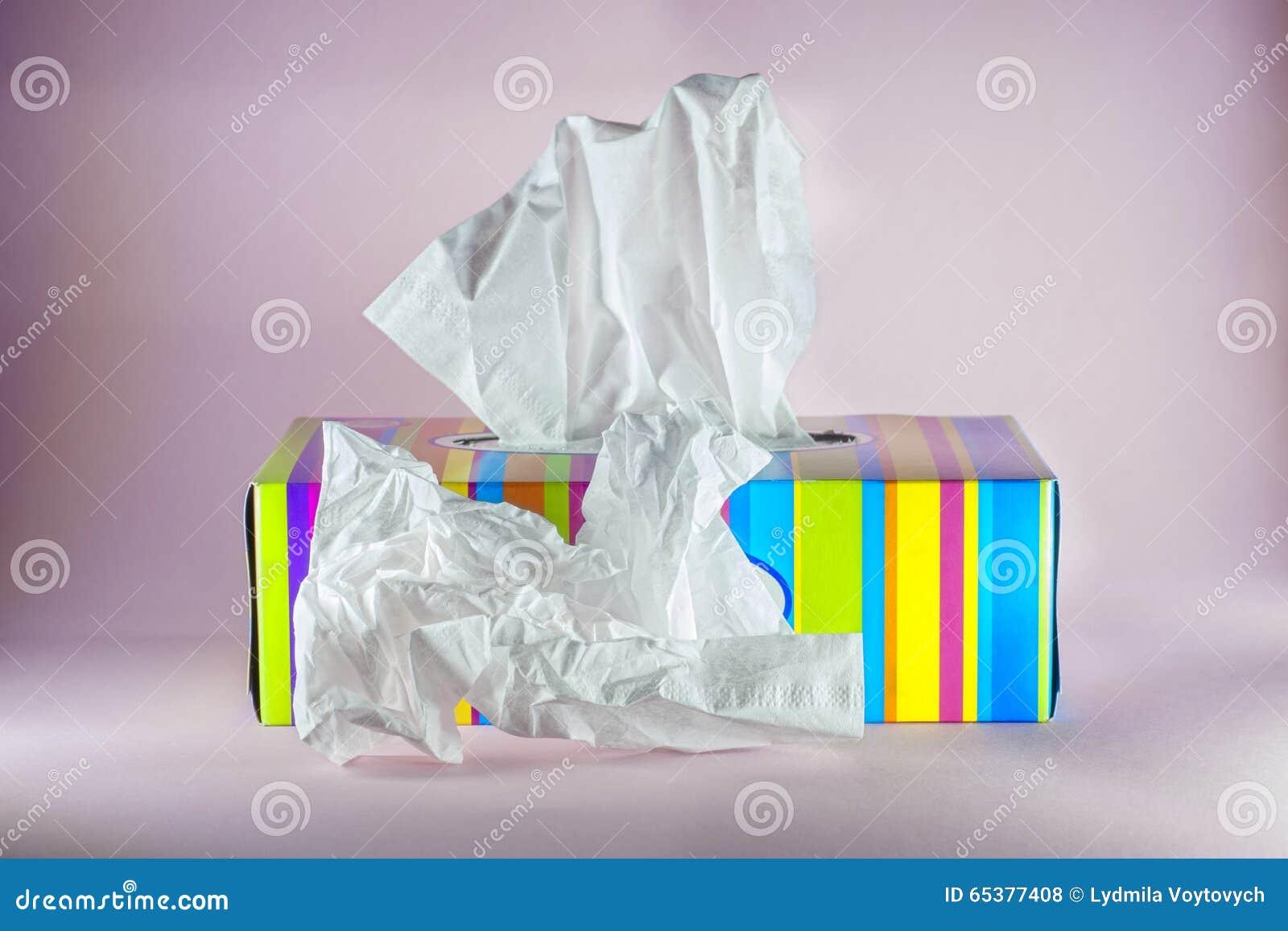 Hygienisches Abwischen im Papierfarbenkasten
