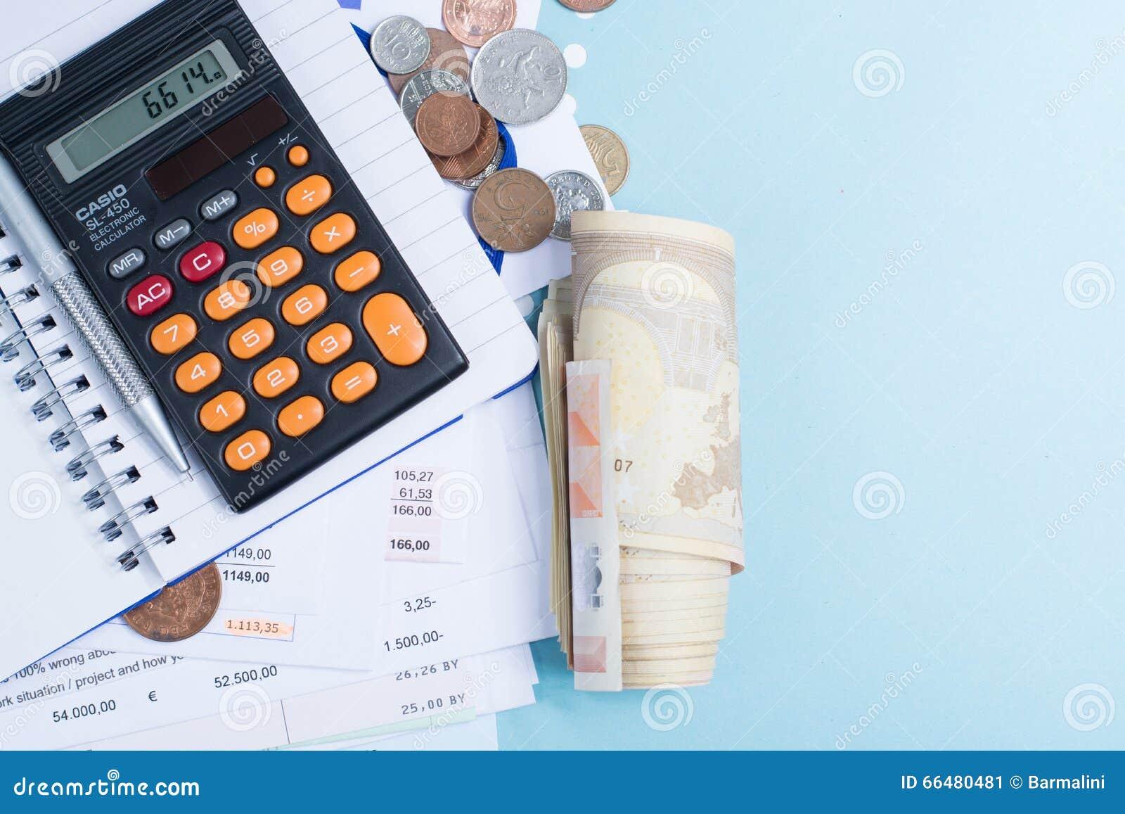 Hypothek Und Stromrechnungen Münzen Und Rolle Von Banknoten