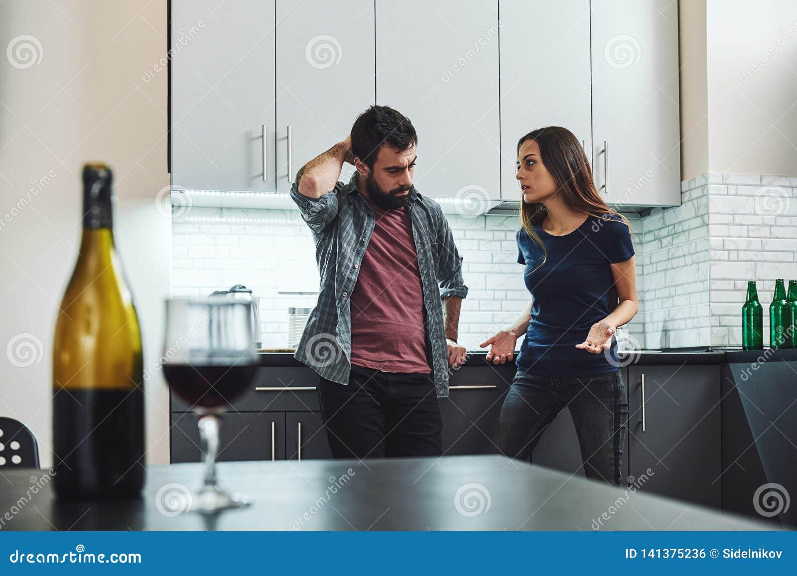 I'm que não diz lhe o está indo ser fácil, I'm que diz o que os it's que vão a valem a pena Família dos alcoólicos