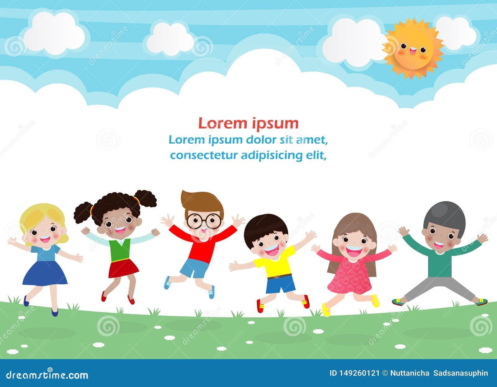 I bambini che saltano sul parco, bambini saltano con la gioia, bambino felice che gioca sul campo da giuoco, modello isolato del