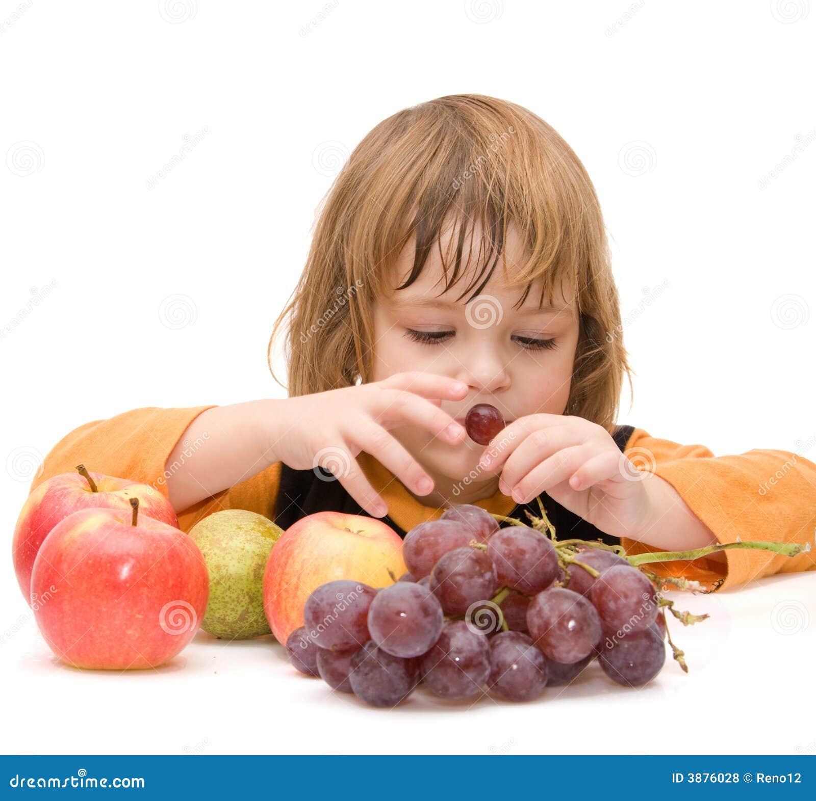 I bambini dovrebbero mangiare la frutta!