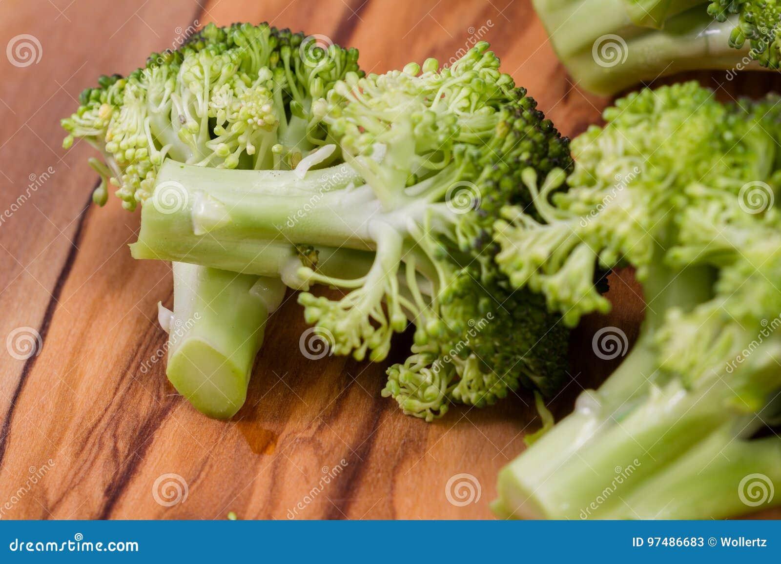 I broccoli organici si chiudono su