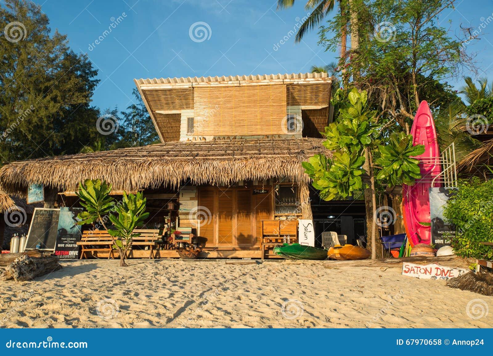 I bungalow sono situati sulla spiaggia all 39 isola di koh for Piani di casa del bungalow del sud